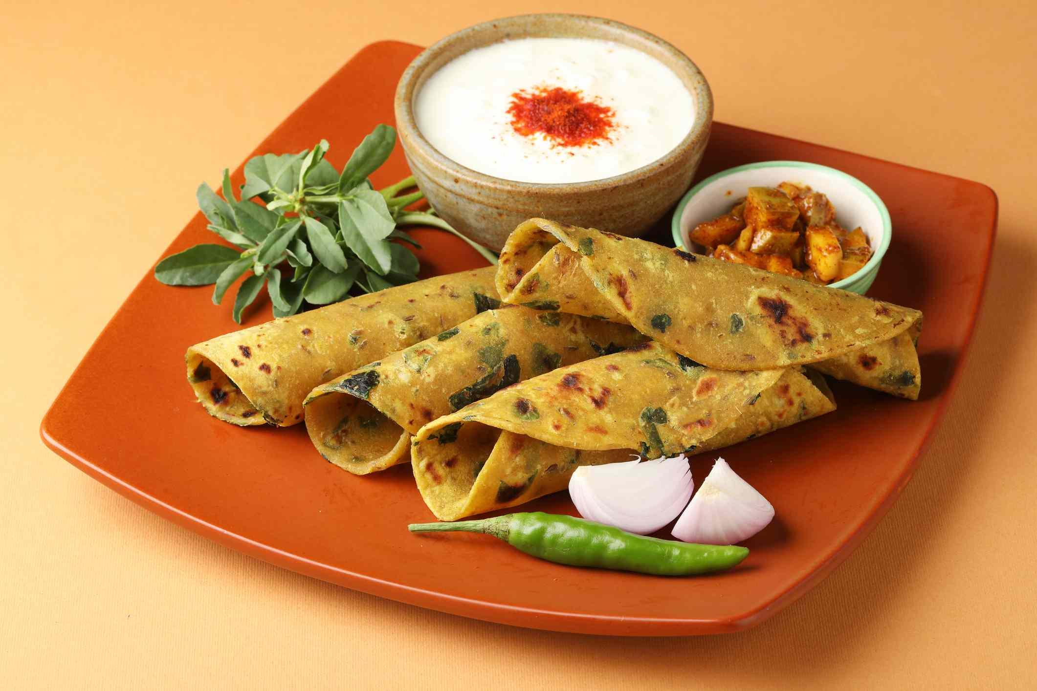 Methi Paratha (Thepla) / Indian flat bread using fenugreek leaves