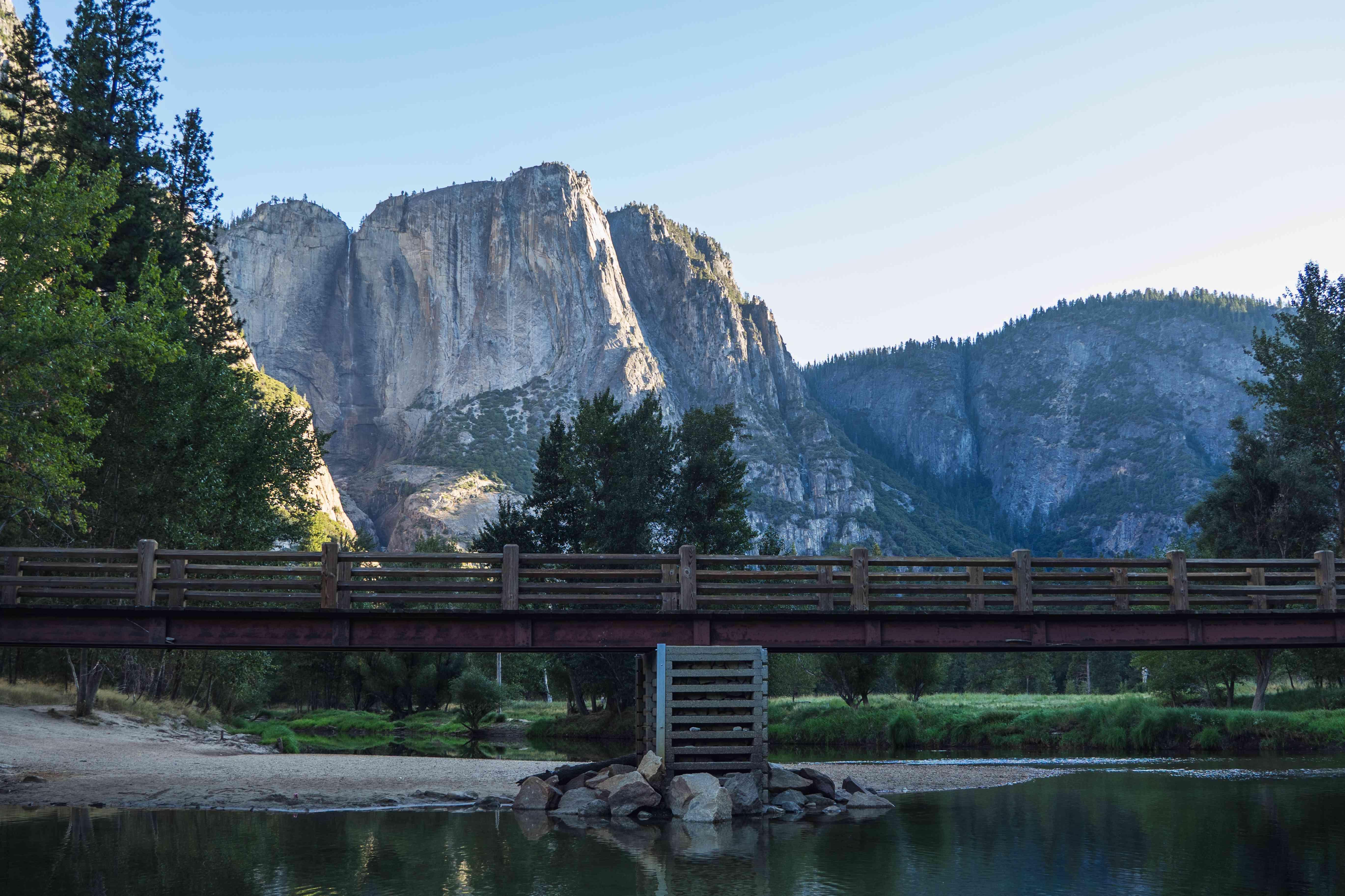 Yosemite Valley mini bridge in the center of el Capitan