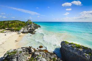 Mexico, Yucatan, Tulum, Beach with ancient Mayan ruins