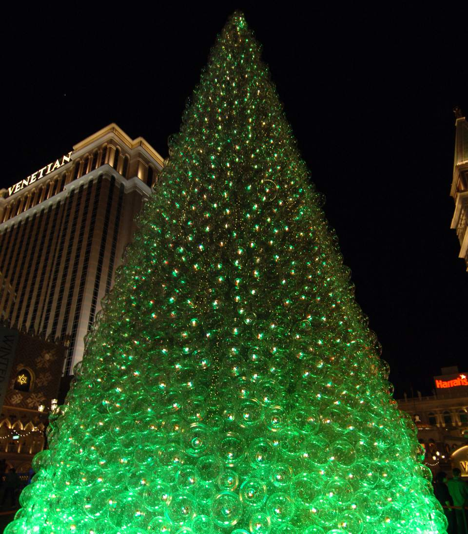 spending christmas in las vegas weather decorations and events - Las Vegas Christmas Decorations