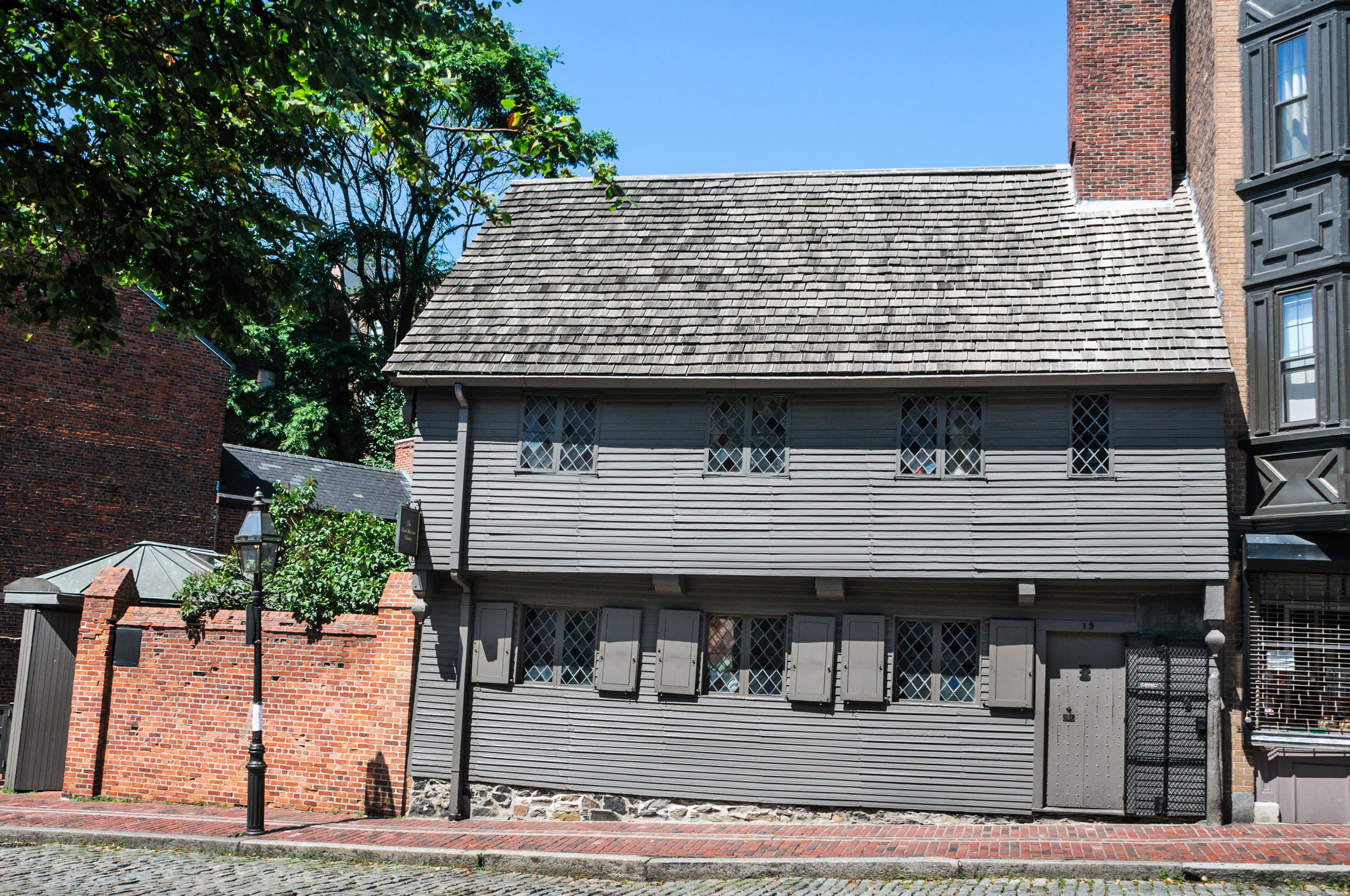 the Paul Revere House is the oldest house in downtown Boston.