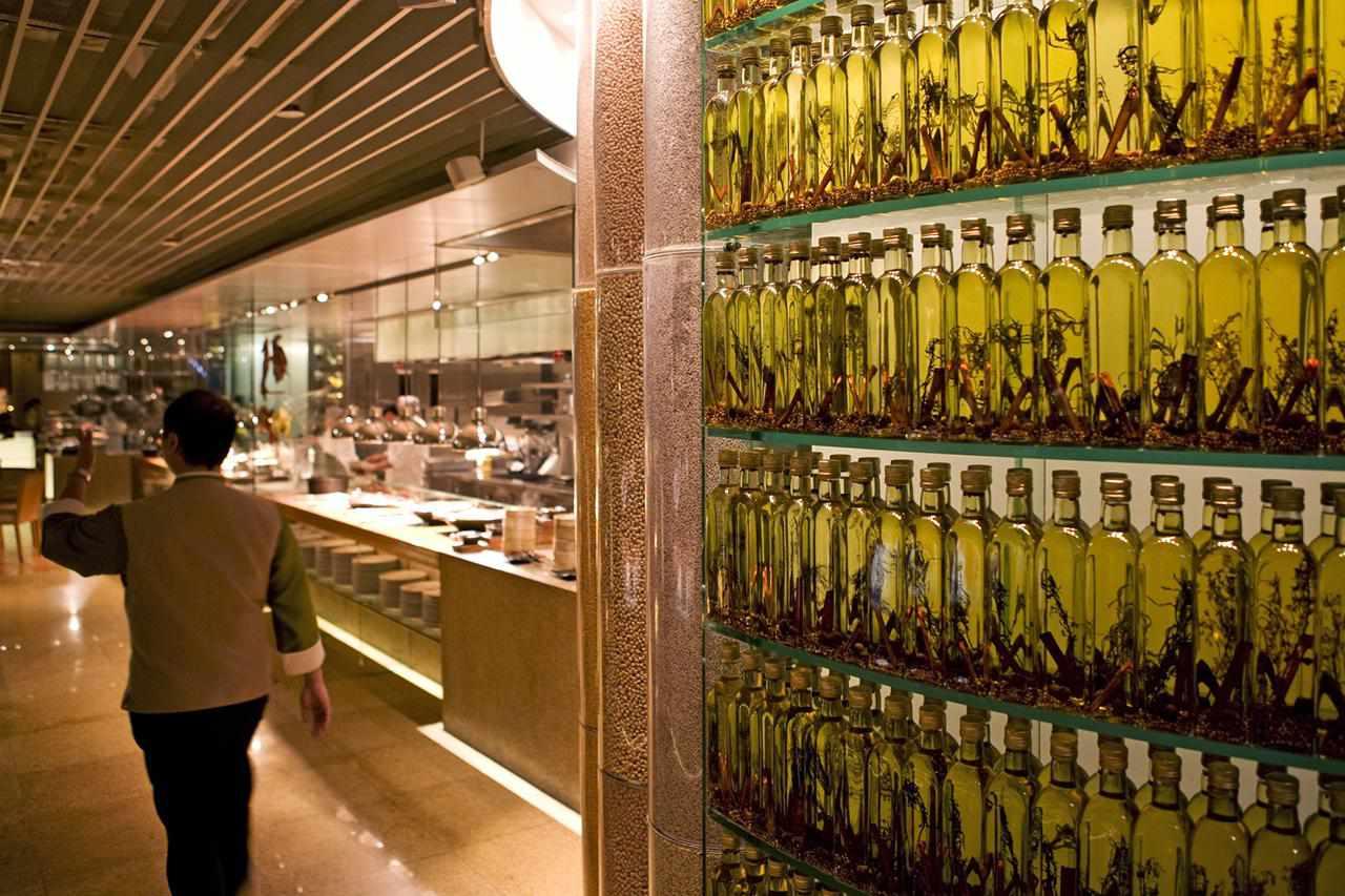 Cafe Too at Island Shangri La Hotel, Admiralty.
