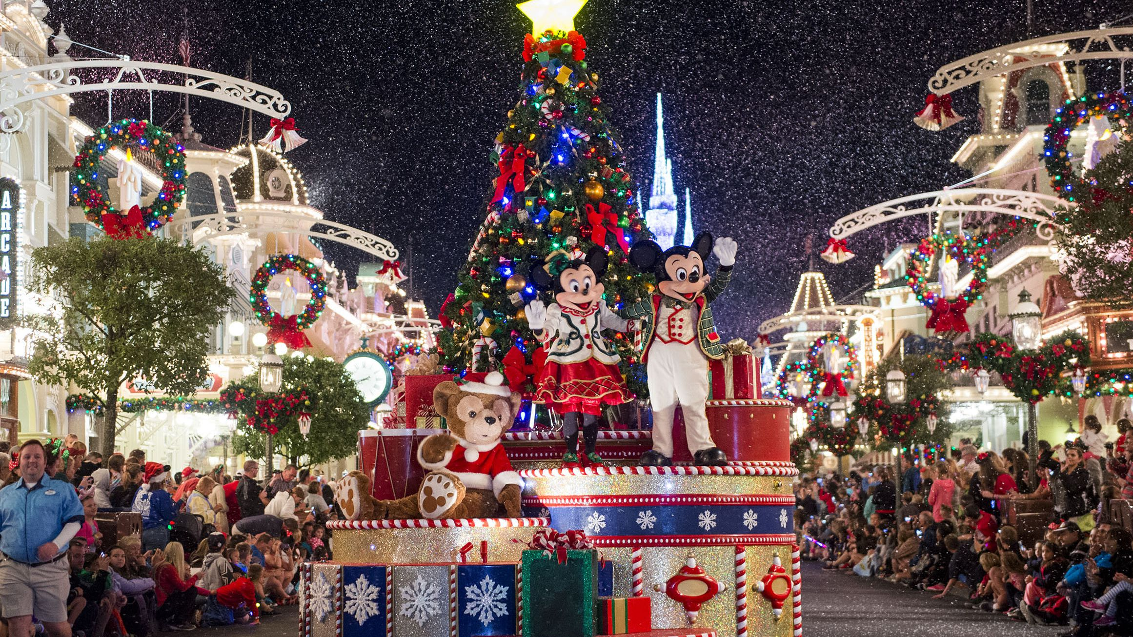 Christmas Themed Pool Floats.December At Disney World Weather And Event Guide