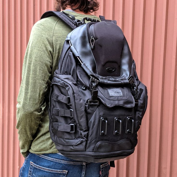 Oakley Kitchen Sink Backpack Review Feature Rich And Roomy
