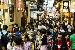 A crowded sidewalk in China