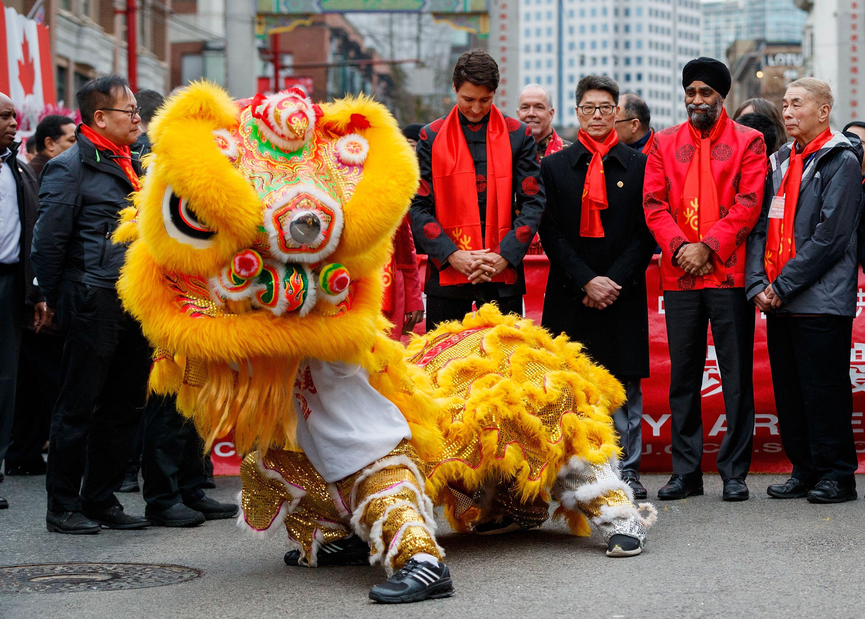 44 Vancouver Chinatown hoan Parade mùa xuân