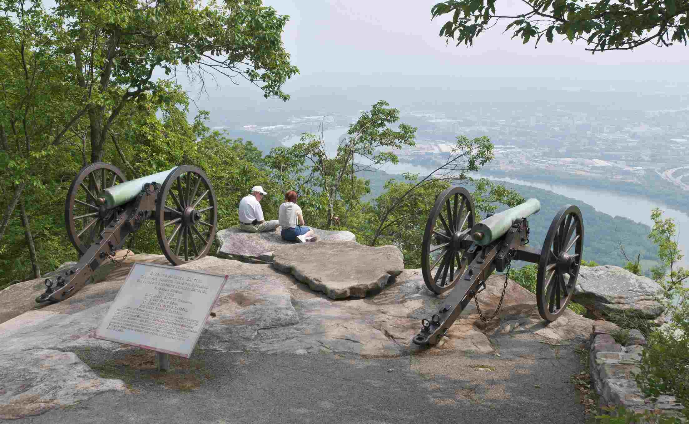 Civil War artillery cannon, Garrity's Battery, at Lookout Mountain Battlefield, Point Park.