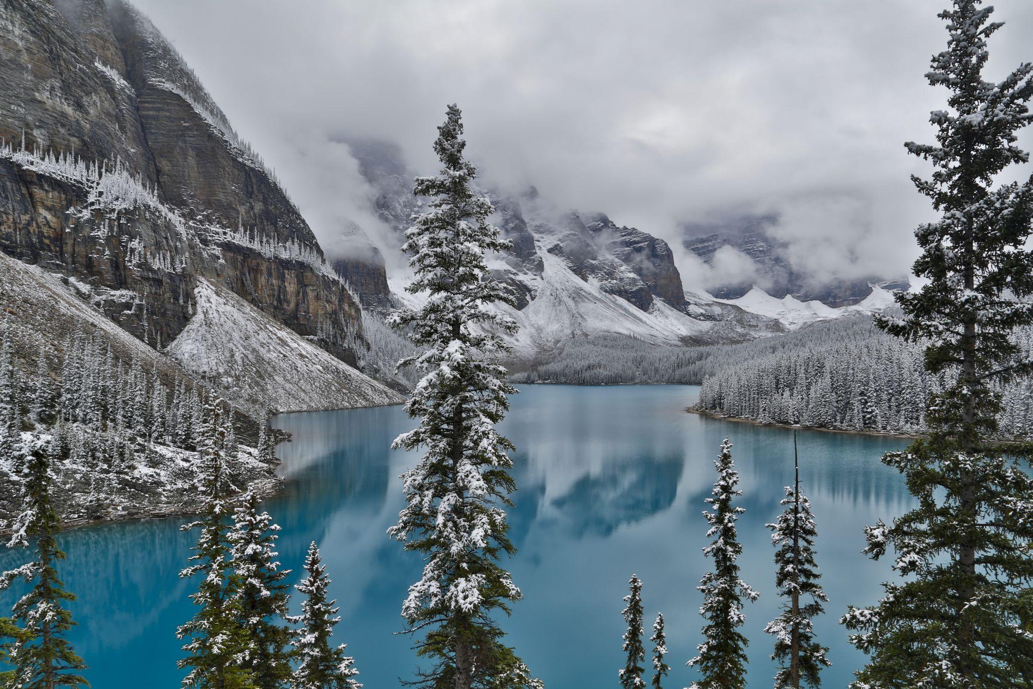 Lake Moraine Banff in winter