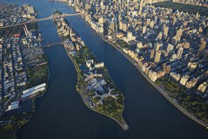 USA, New York City, Aerial photograph of Roosevelt Island in the East River