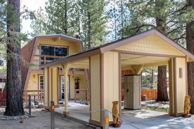 Duplex Cabin with Fenced Backyard