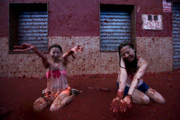 Girls enjoying Tomatina