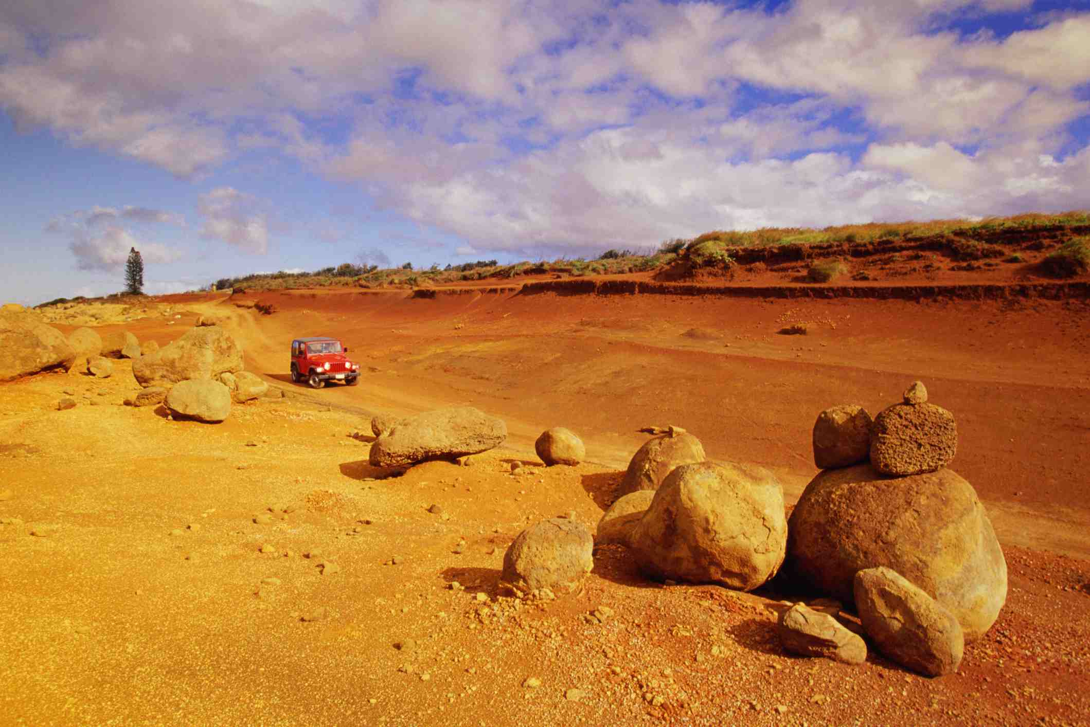 Lanai, Garden of the Gods, Red dirt road and 4x4