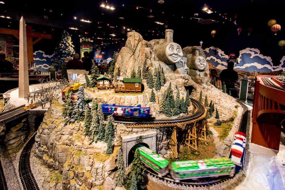 Exhibición de trenes de vacaciones en el centro comercial North Park