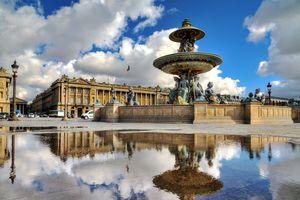 the fountain at place de la Concorde in Paris, France