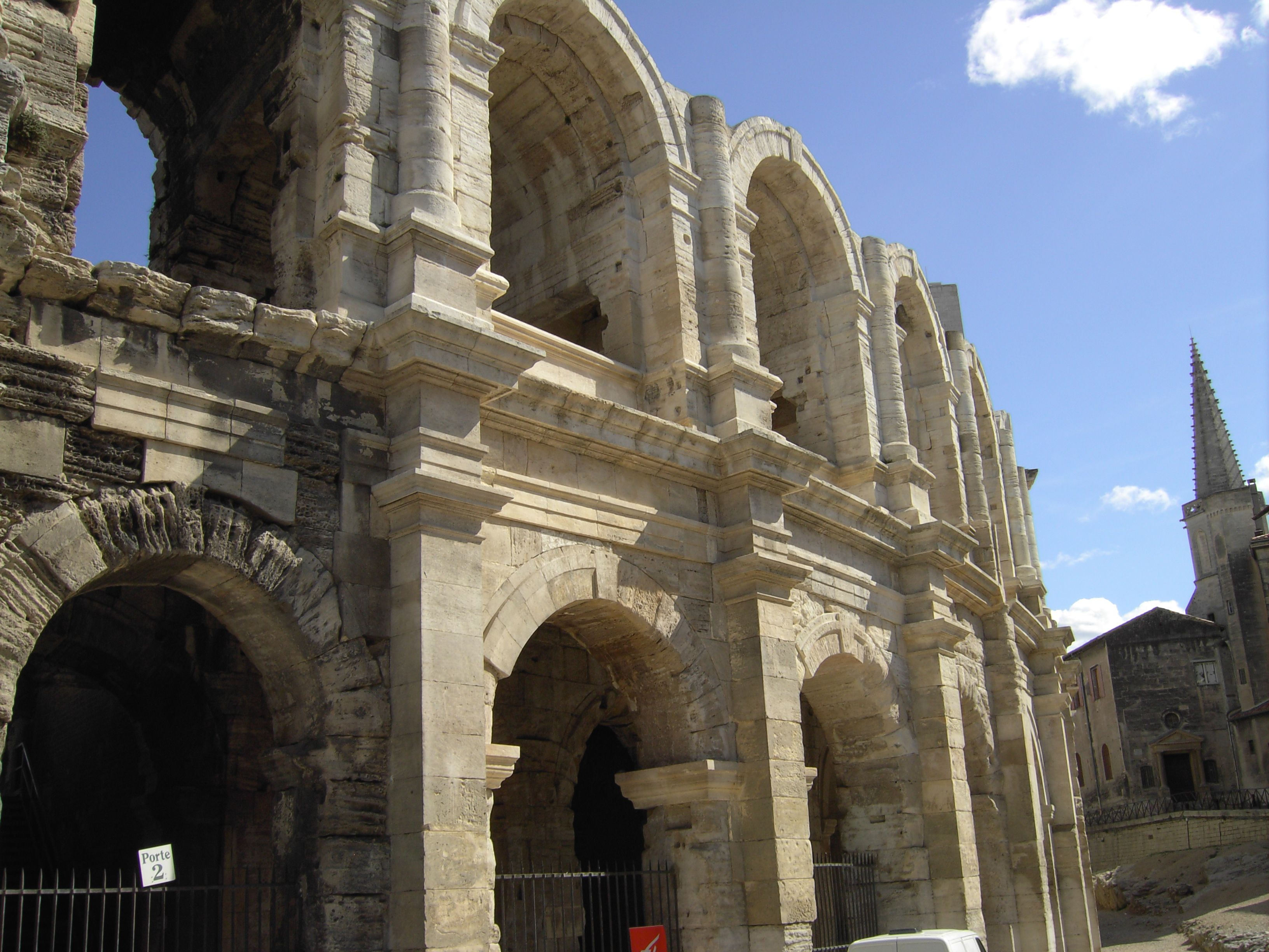 El anfiteatro romano de Arles, Provenza