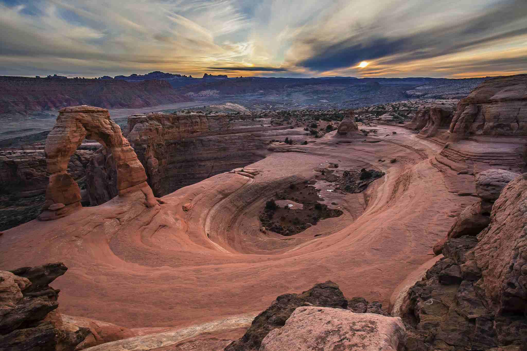 Atardecer en el arco delicado, en el Parque Nacional Arches, Utah