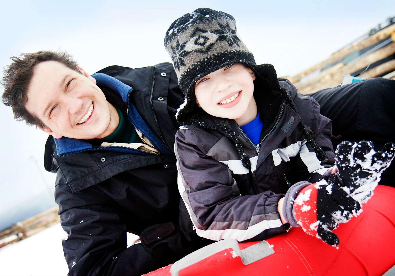 Diversión en tubos de nieve en las estaciones de esquí
