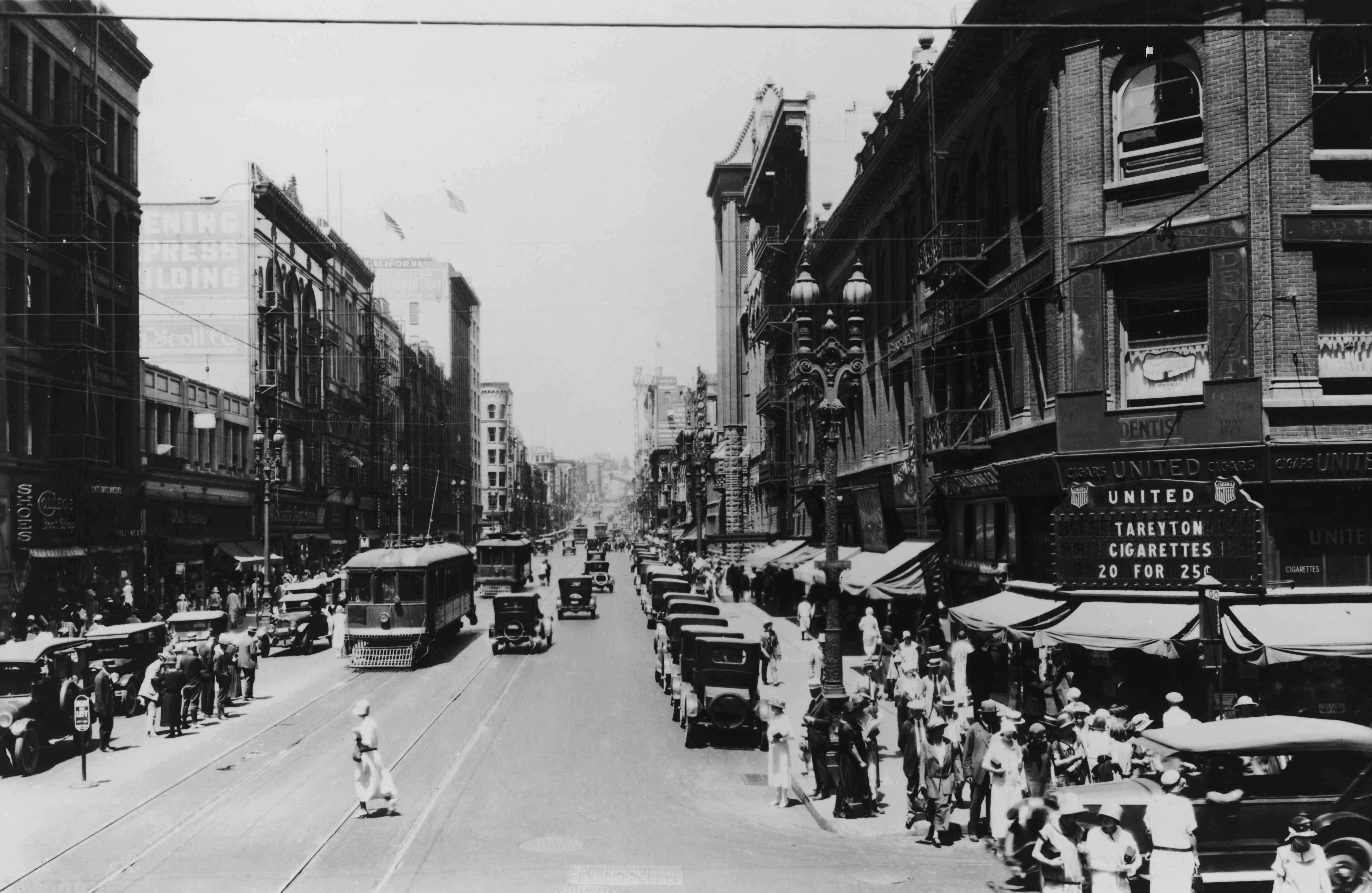 A view down Broadway in downtown in 1924