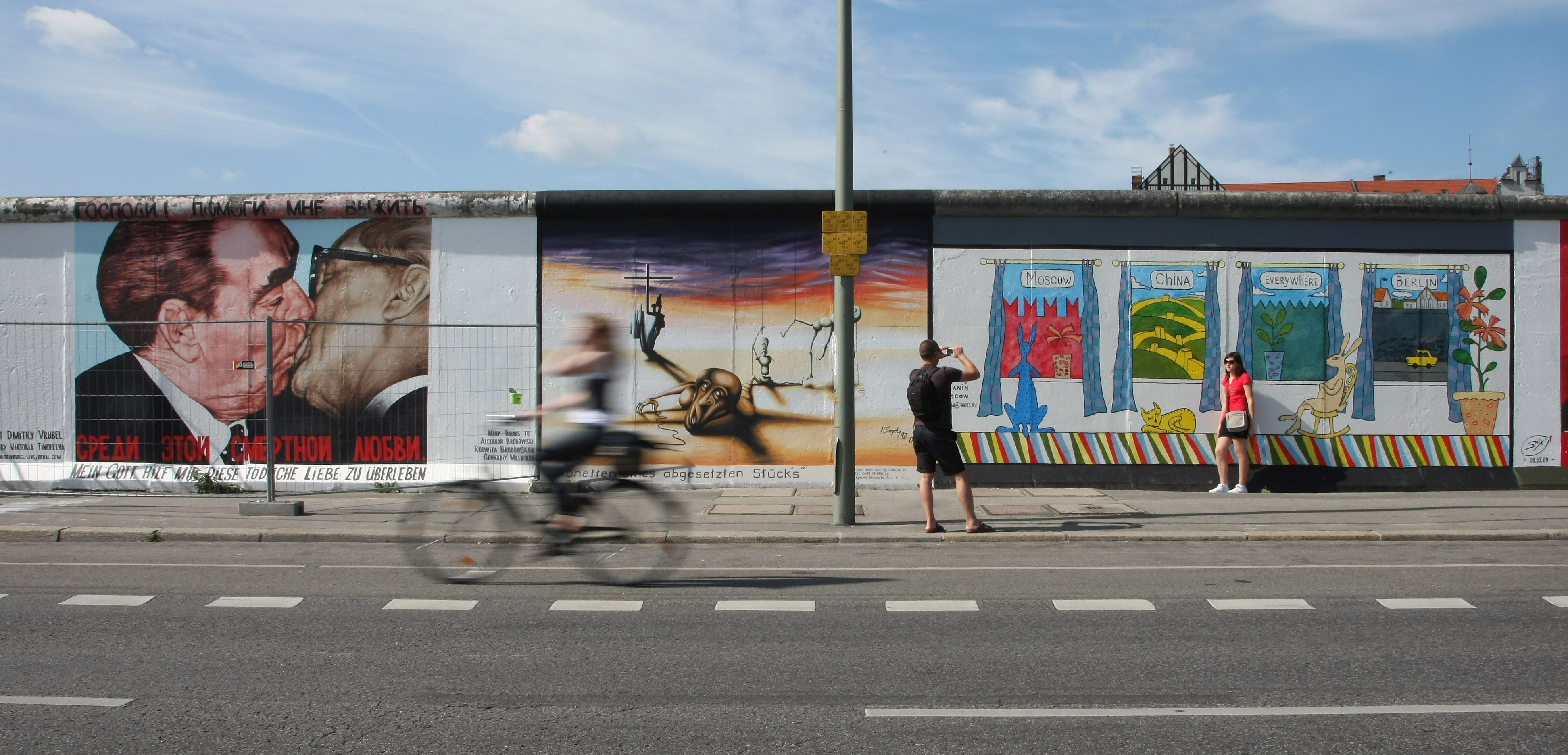 street view of tourists exploring the east side gallery