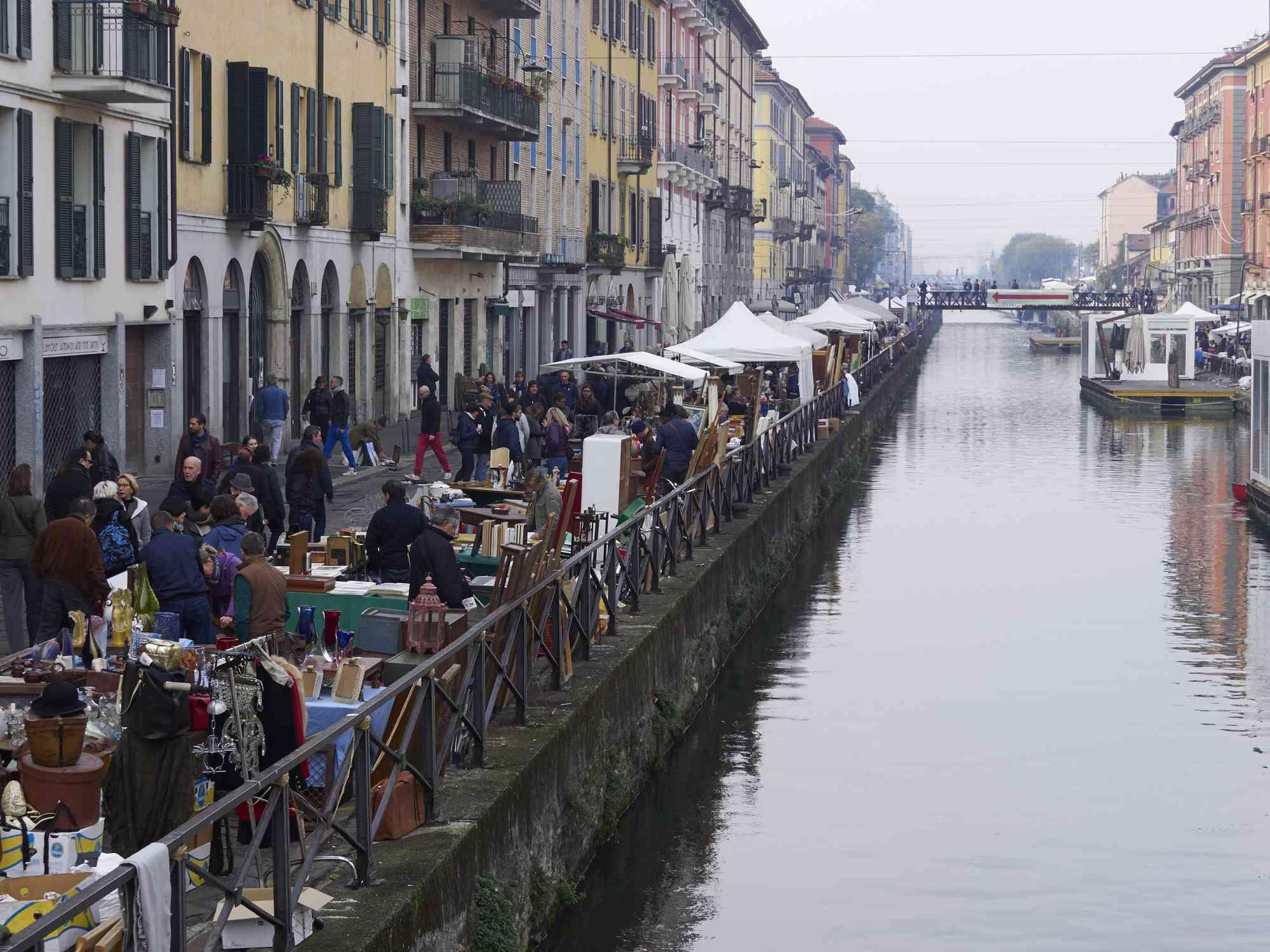 Naviglio Grande market