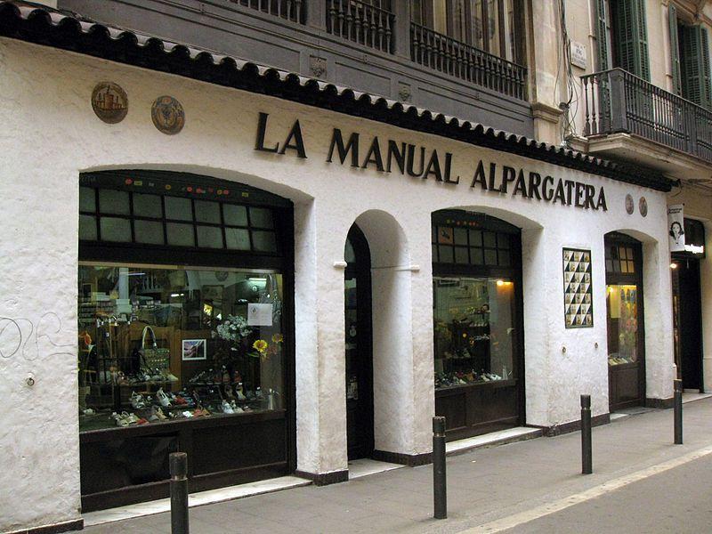La Manual Alpargatera on Carrer d'Avinyo