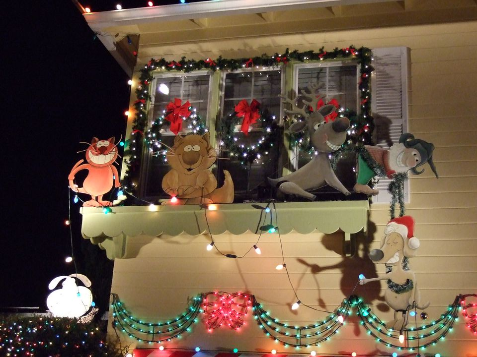 Christmas Lights Displays on Santa Rosa\'s Walnut Court