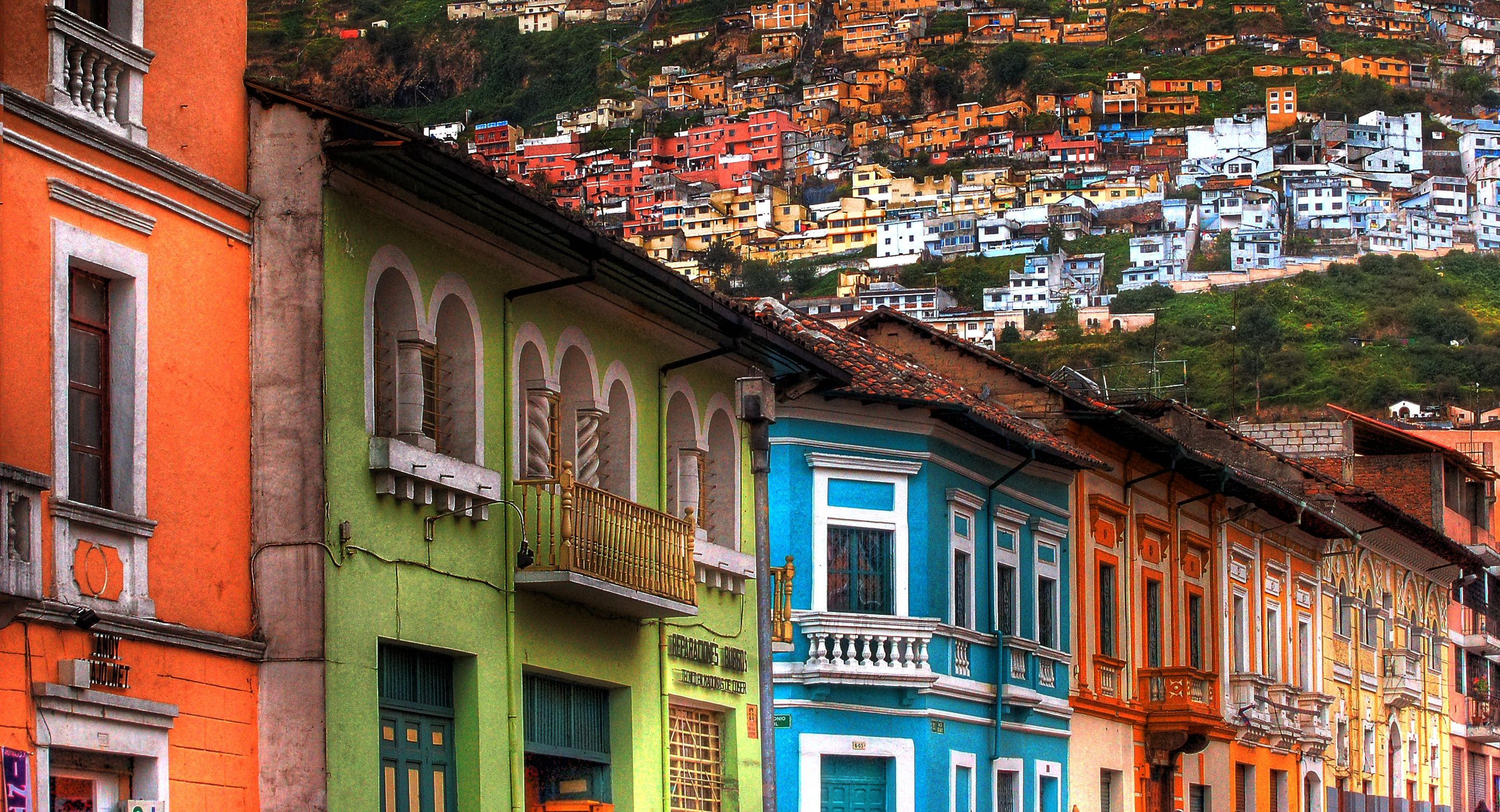 Casas coloniales multicolores en Quito