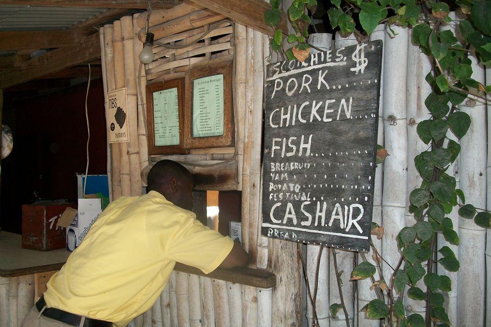 Ordenando idiota en el restaurante Scotchie's en Montego Bay, Jamaica