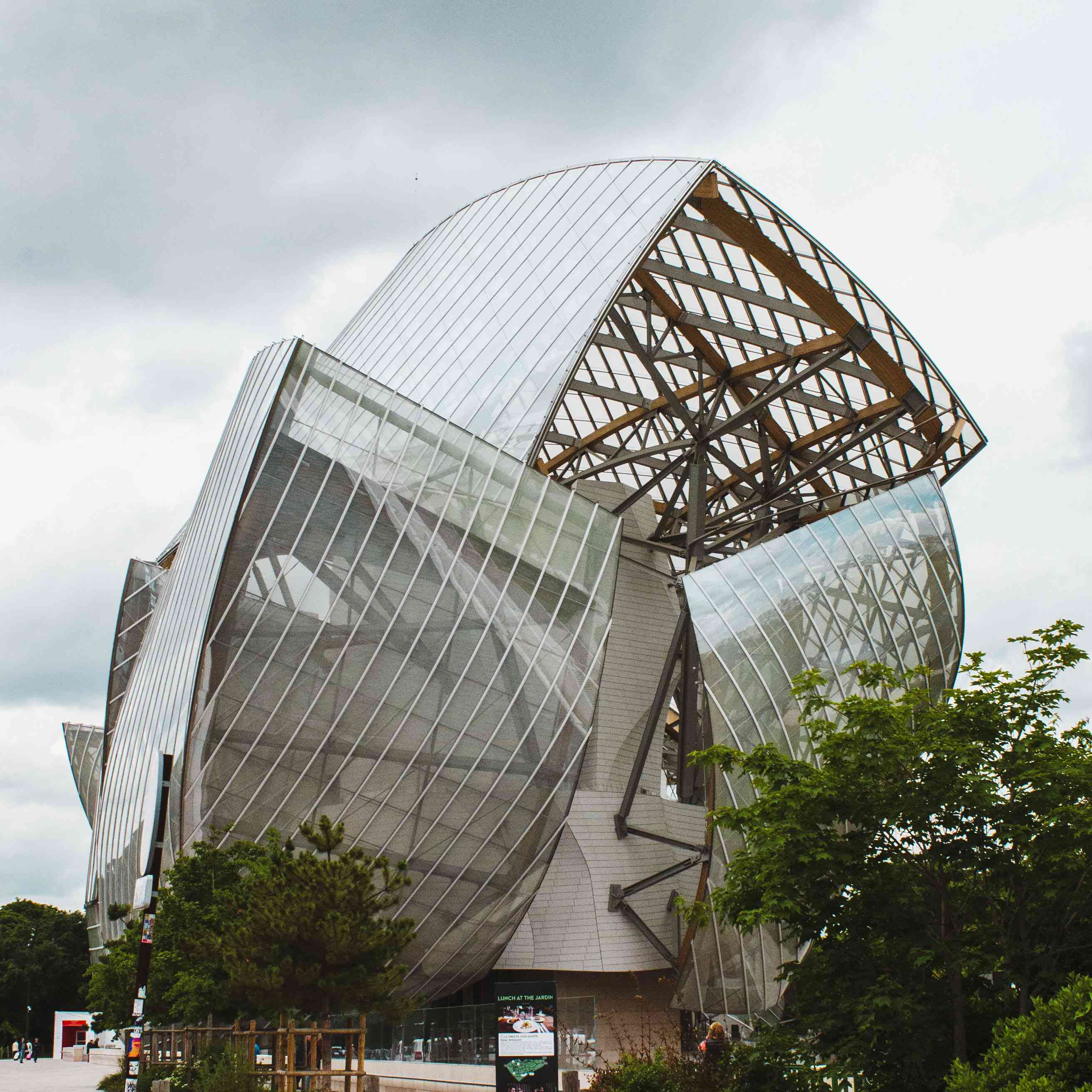 Side of Foundation Louis Vuitton