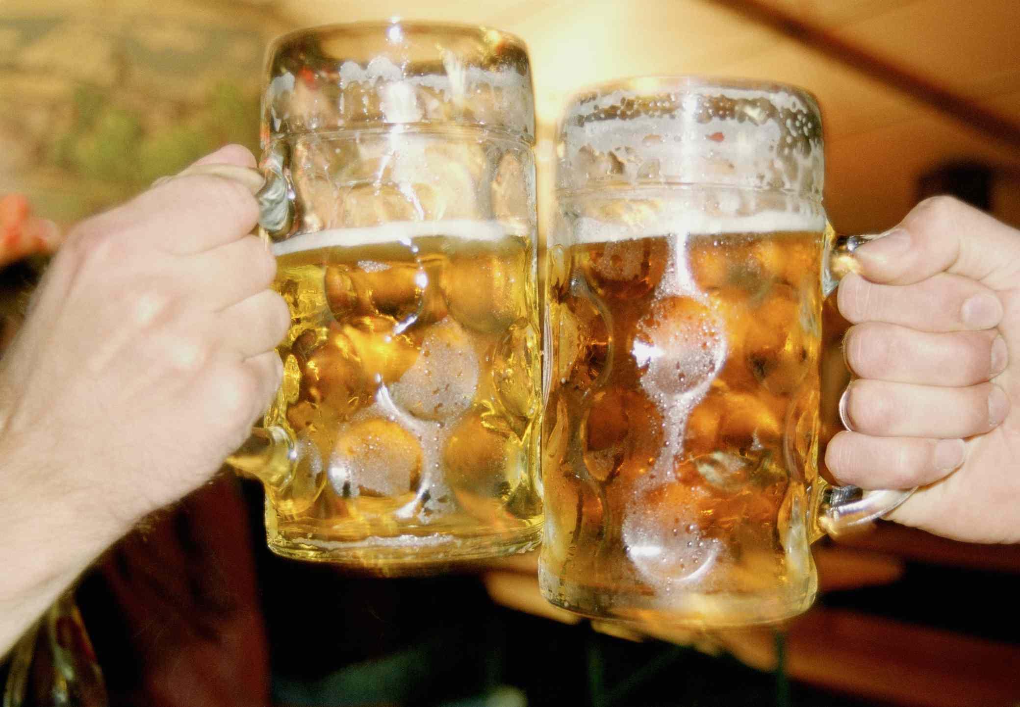 Tostado con cerveza en un stein