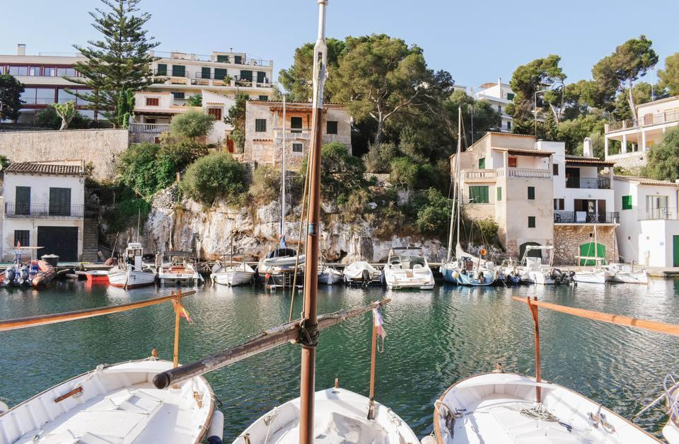 Sailboats in the water near villas in Mallorca