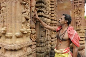Temple and priest in Bhubaneshwar