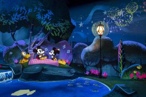 Mickey & Minnie's Runaway Railway picnic scene