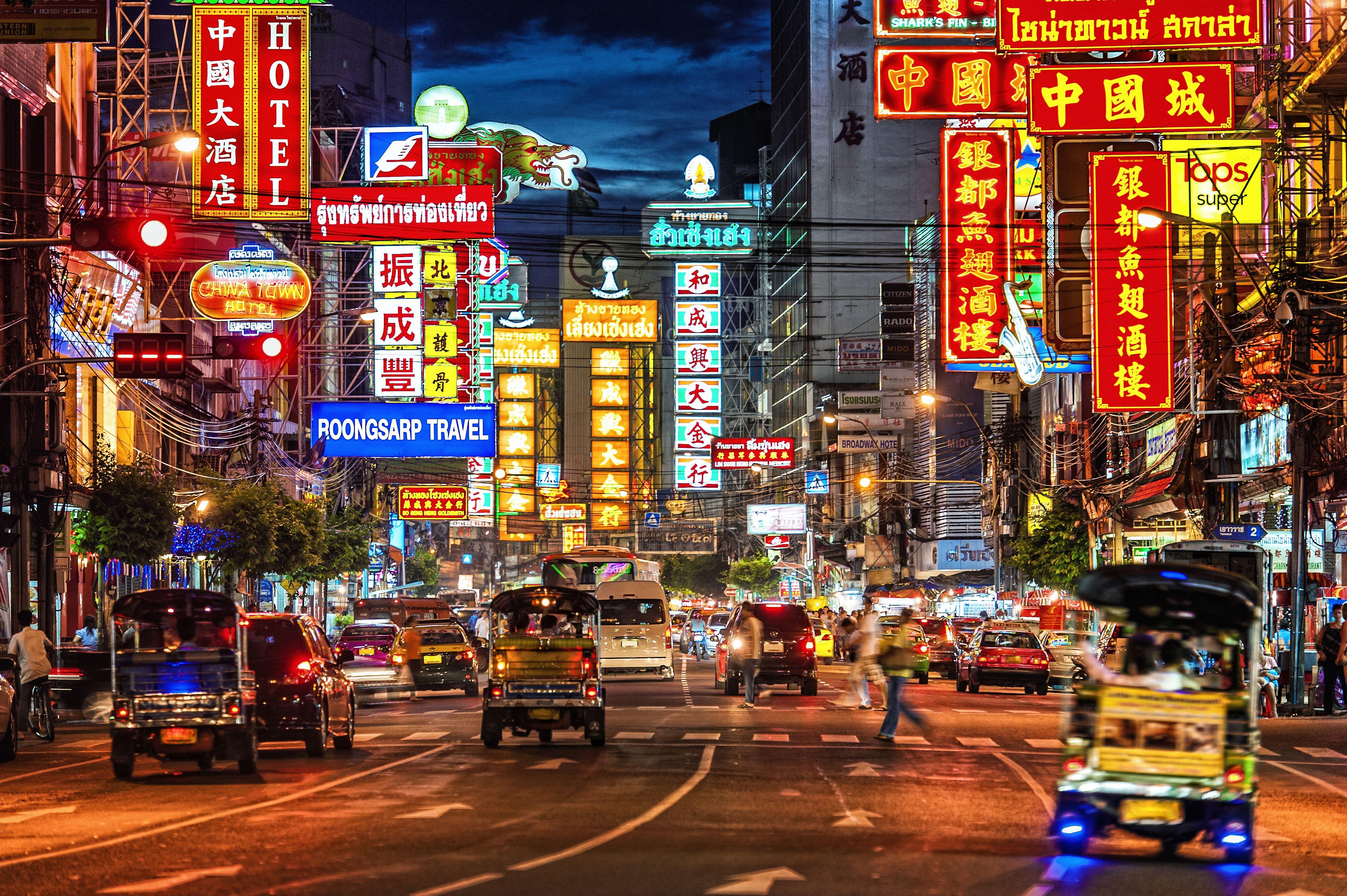 Calle de Bangkok por la noche