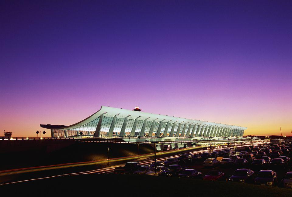 Aeropuerto Internacional Washington Dulles al atardecer