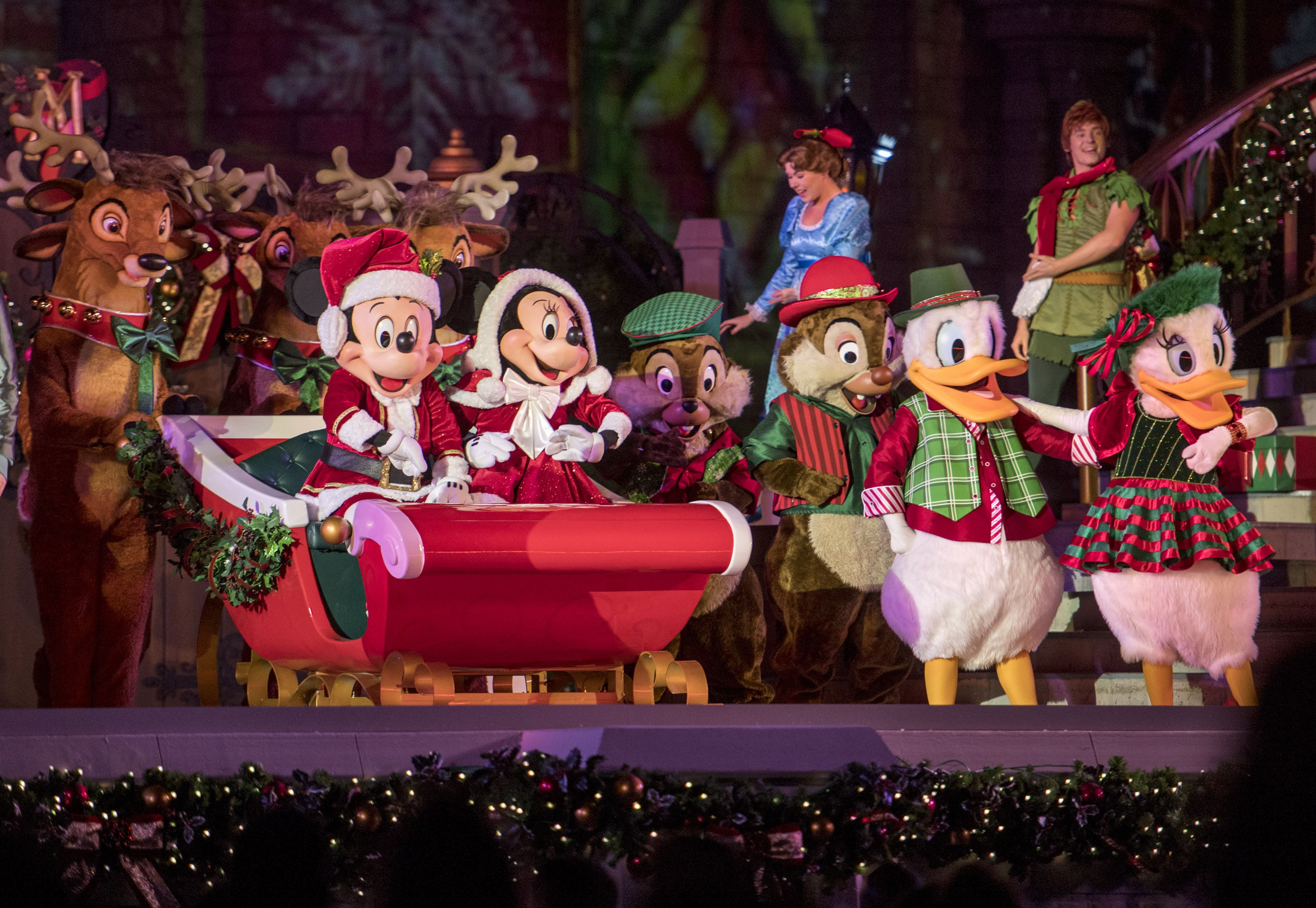 Mickey y Minnie en Mickey's Very Merry Christmas Party