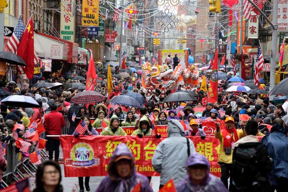Una concurrida celebración del año nuevo chino en Nueva York
