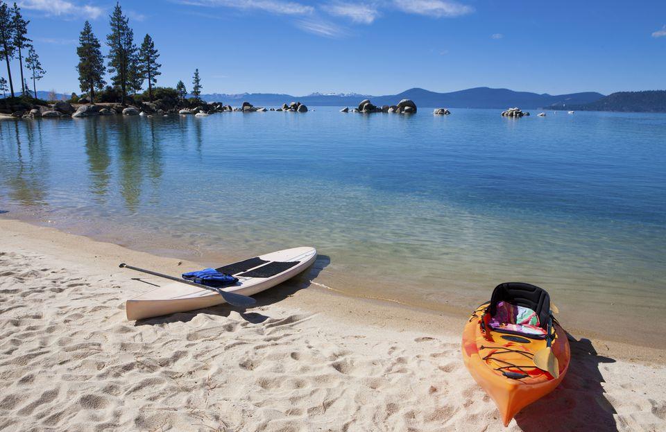 Kayaks en el lago Tahoe