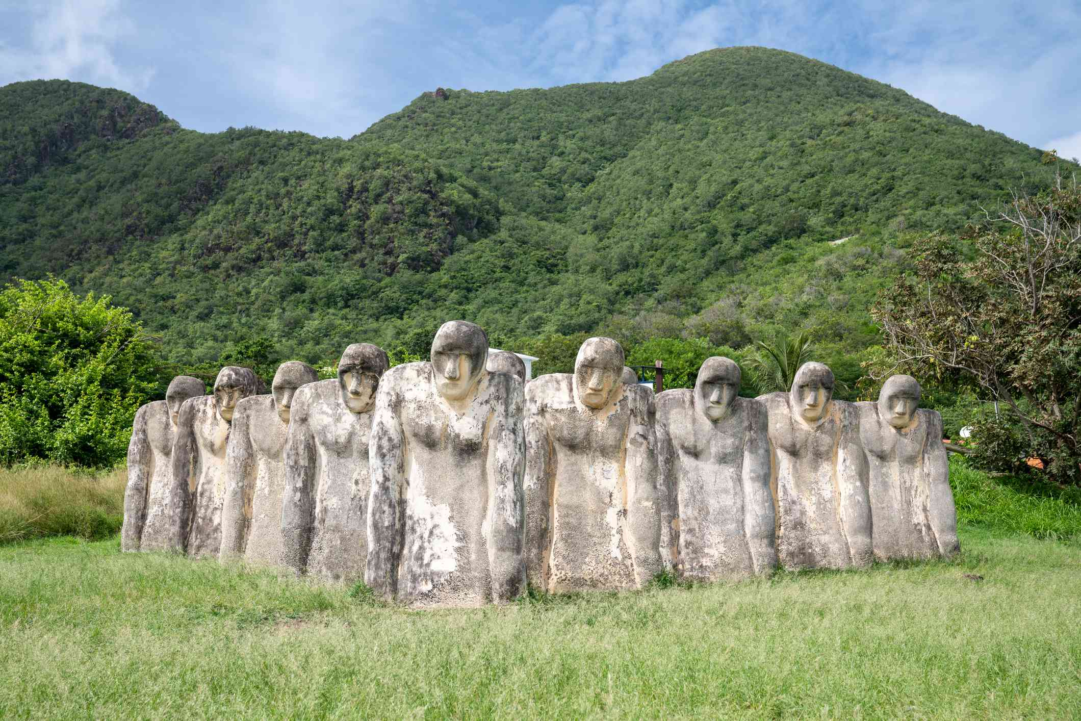 slaves monument witj statues in caribbean