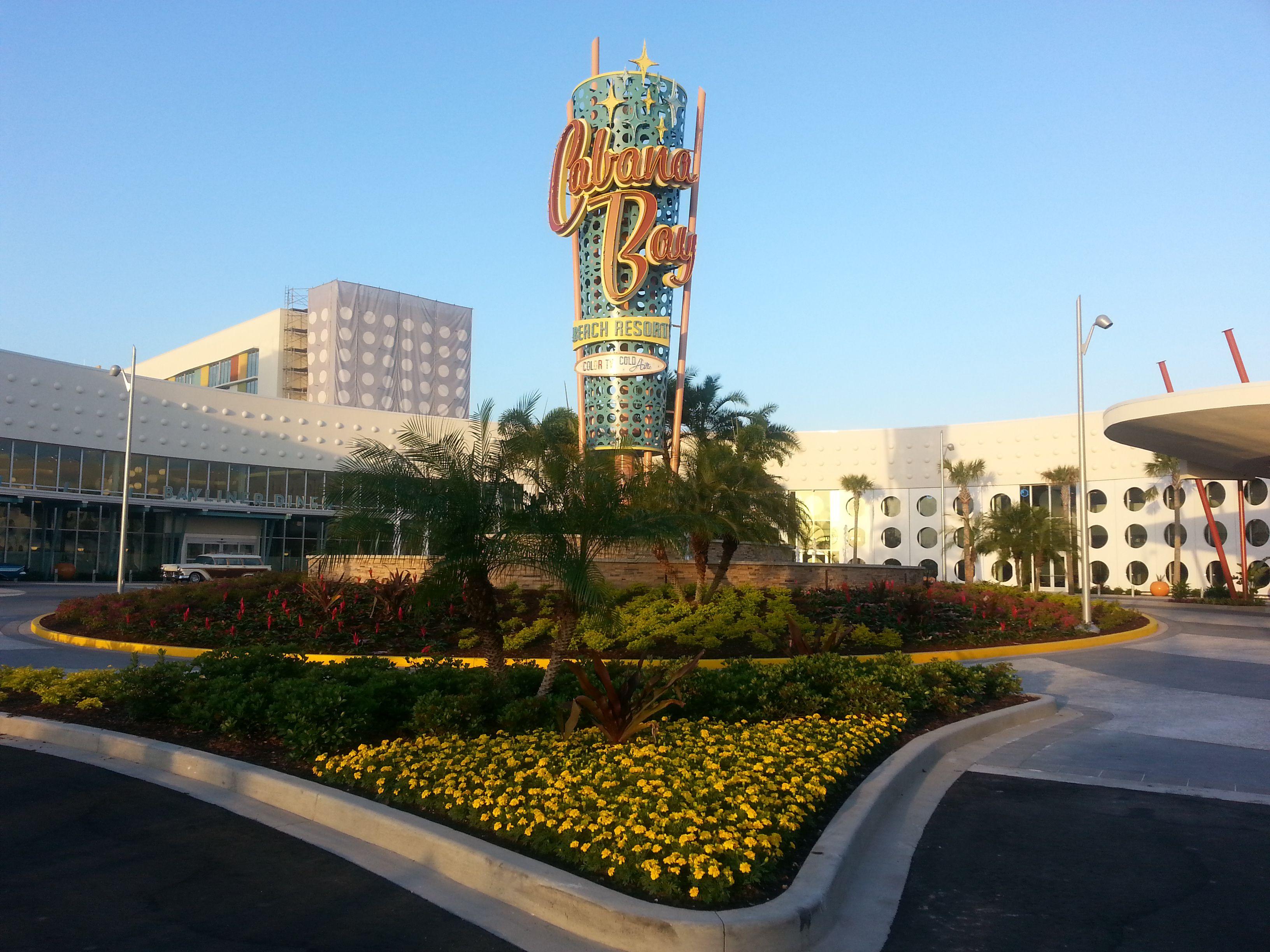 Letrero exterior de Cabana Bay Beach Resort