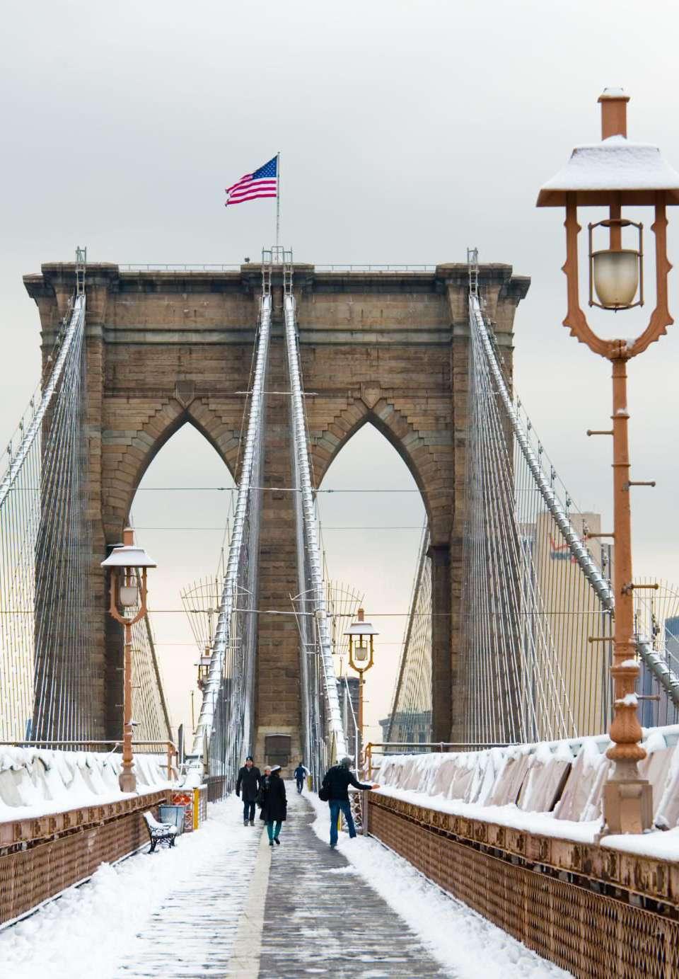 Brooklyn bridge snow