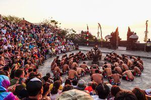 Kecak performance, Pura Luhur Uluwatu, Bali