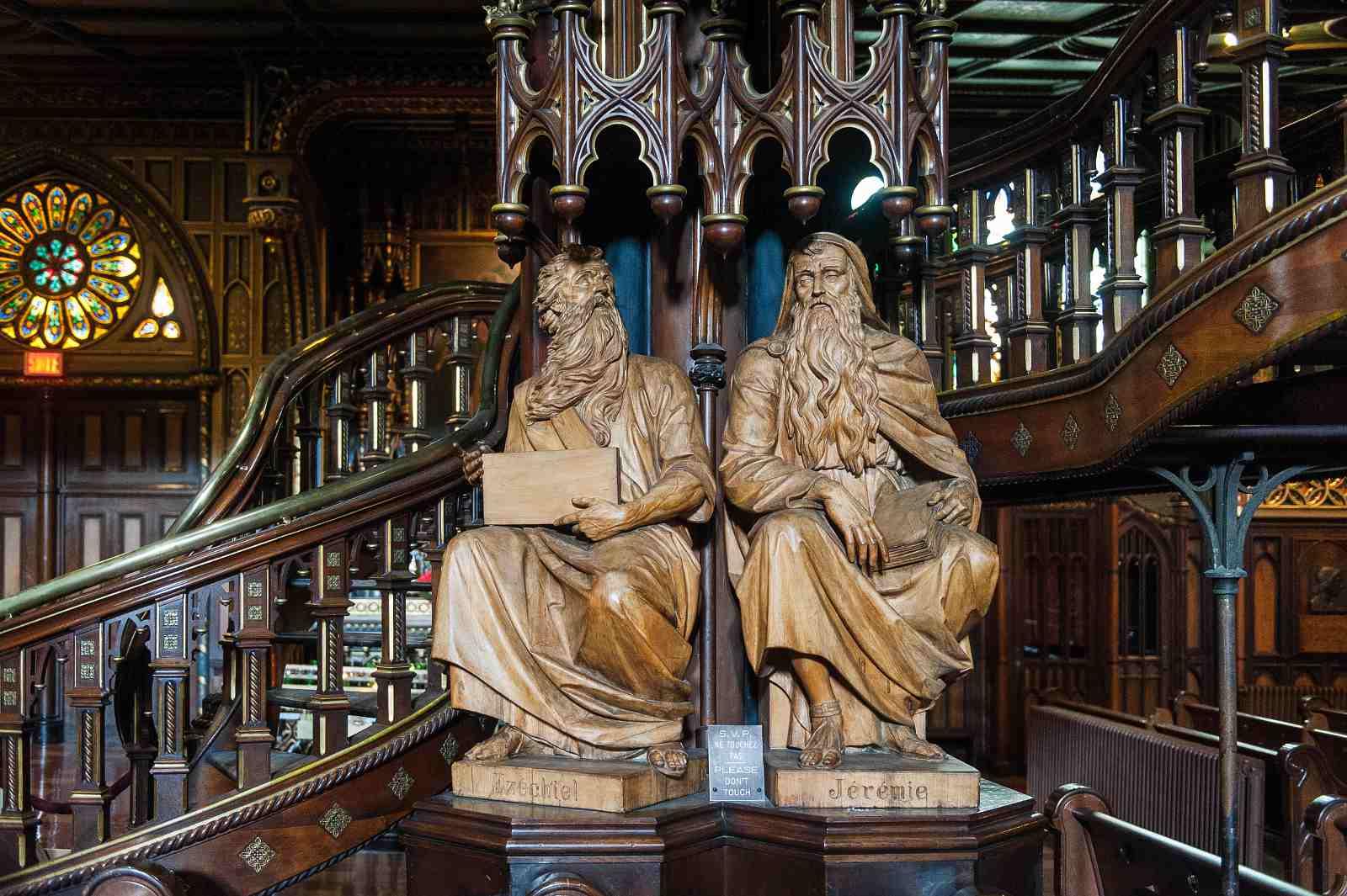 Notre-Dame Basilica photos: inside the church.