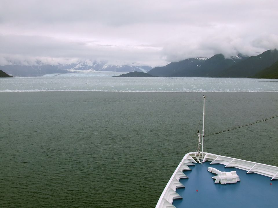 Regent Seven Seas Mariner Sails into Yakutat Bay