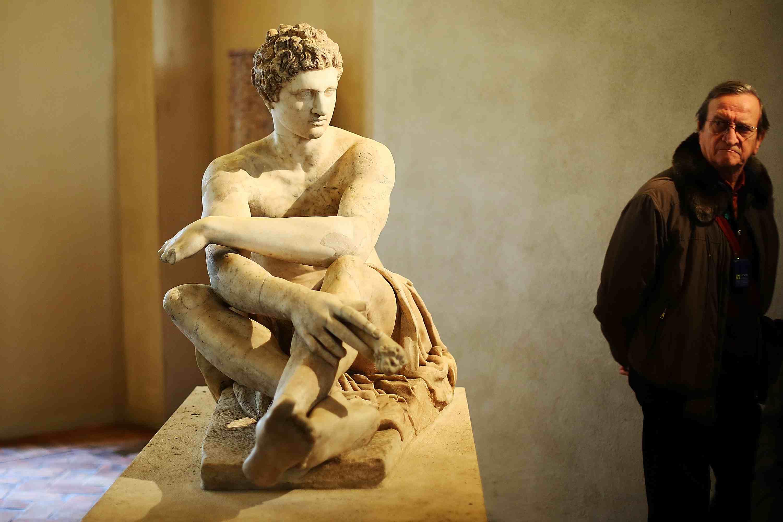 Franco Nero lee 'Canciones de piedra' de Gabriele Tinti