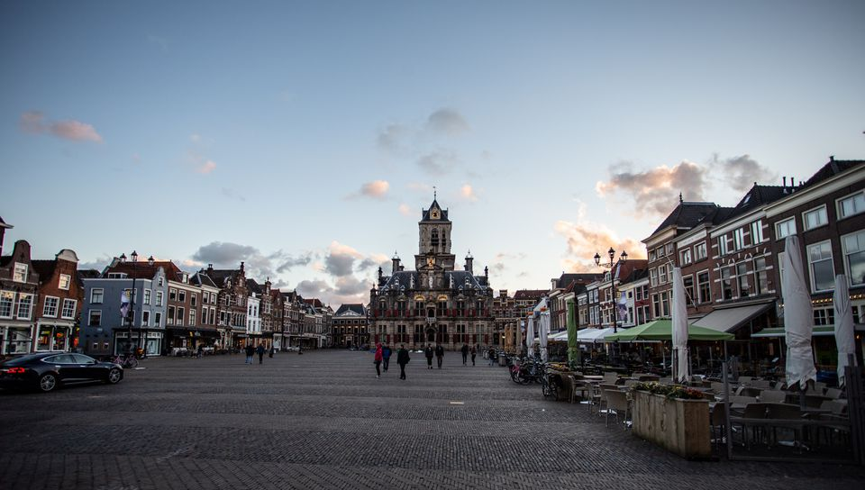 Wide shot of a square in Delft
