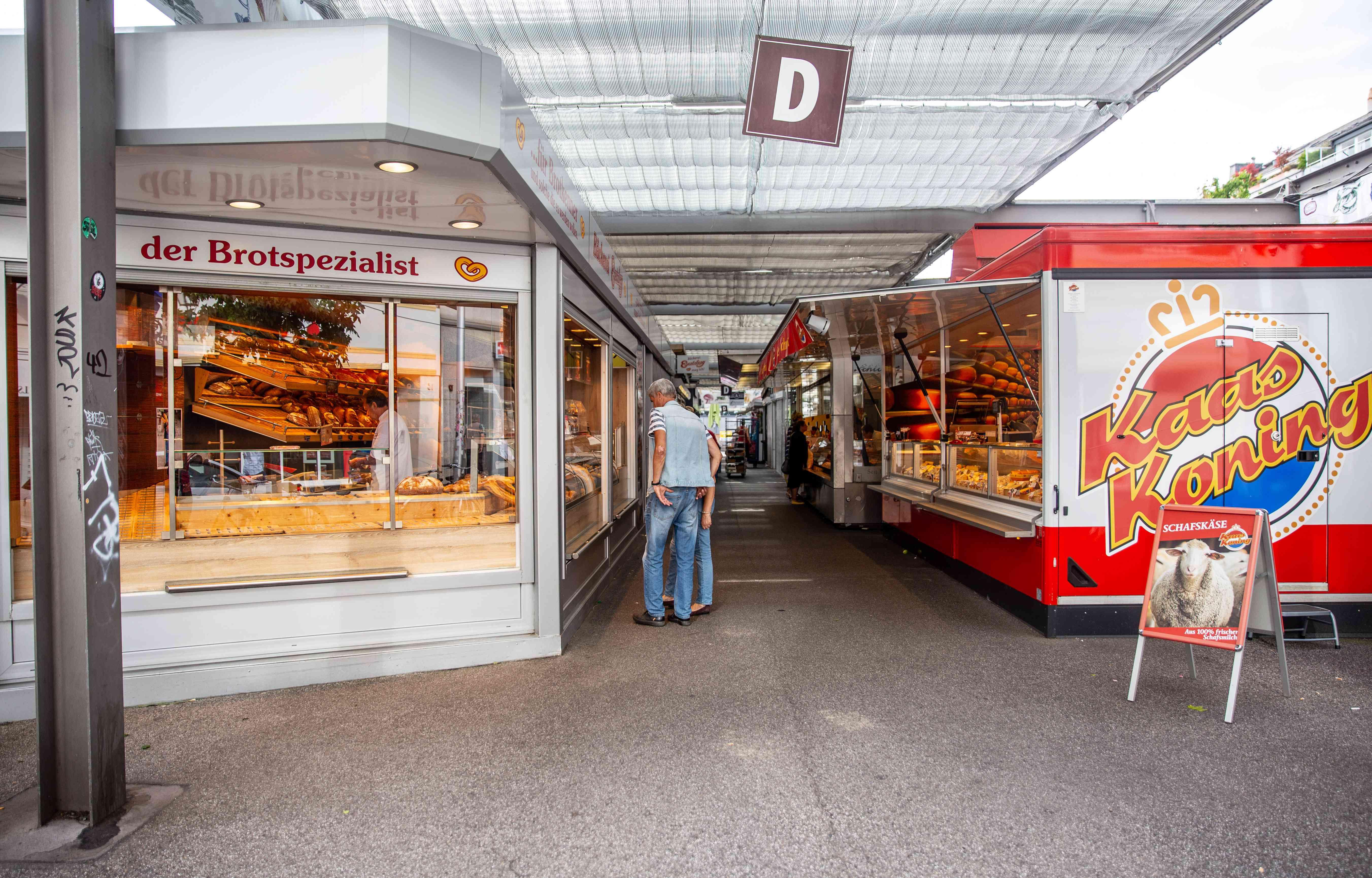 A man window shopping at Carlsplatz market