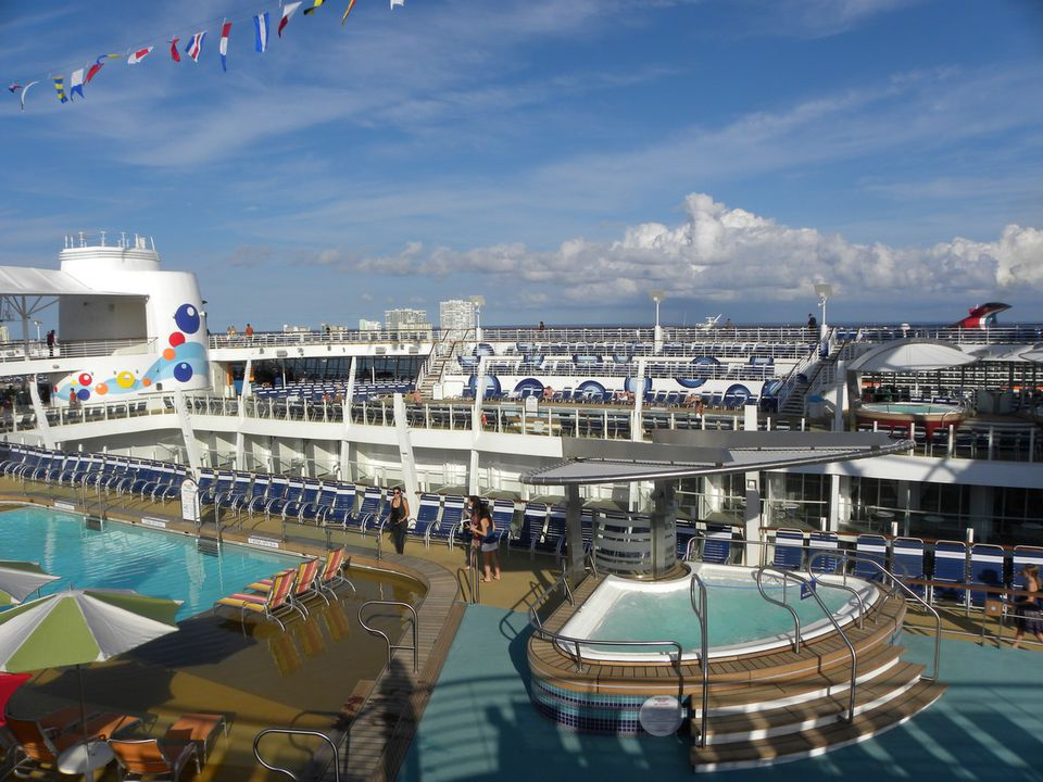 Oasis of the Seas Pool Deck