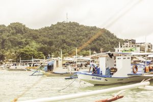 Boats arrving to El Nido