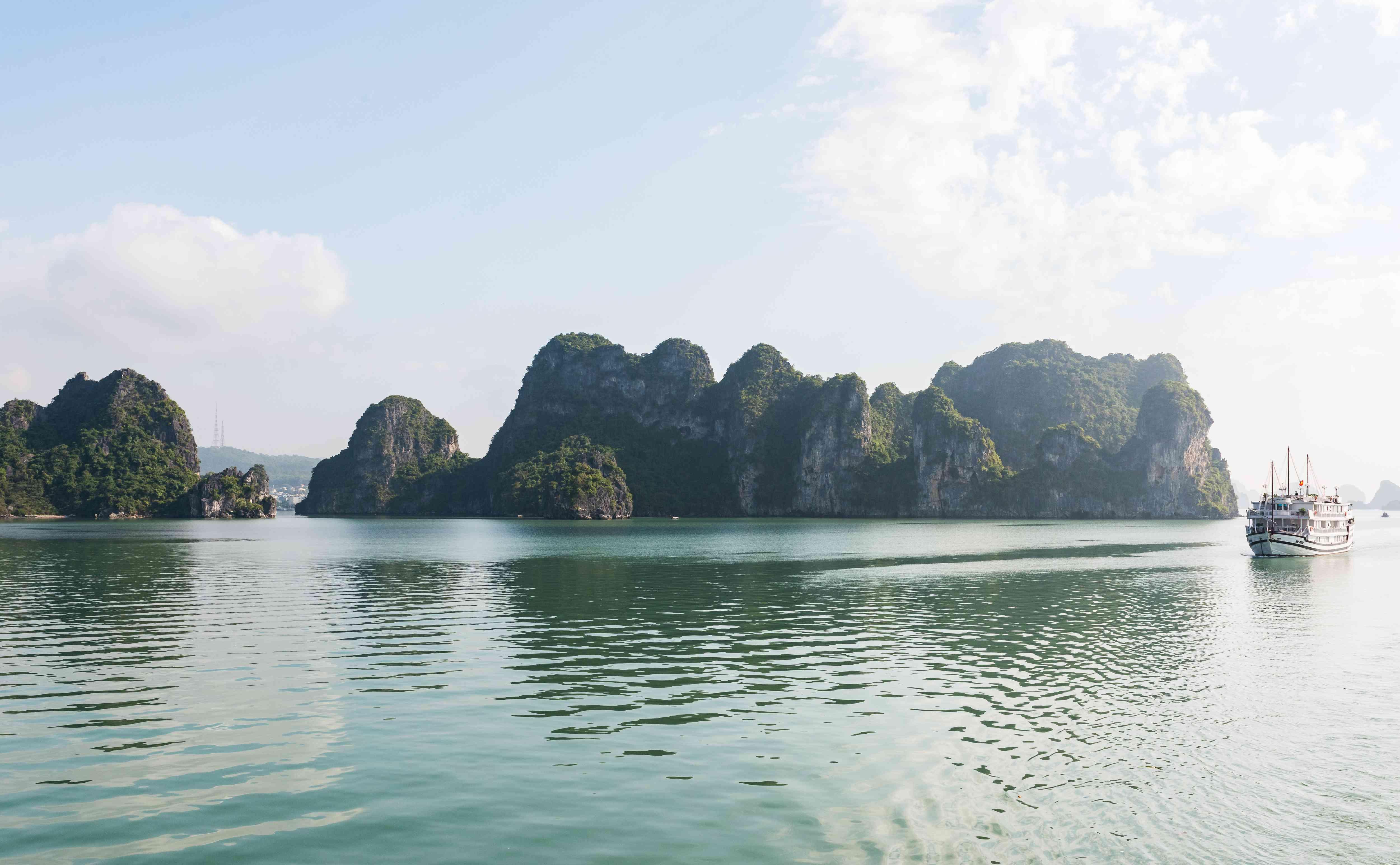 A boat sailing through Ha Long Bay